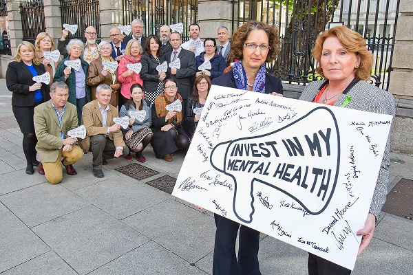 *** NO REPRODUCTION FEE *** DUBLINThousands call for Government to invest in Ireland's mental healthMental Health Reform, the national coalition on mental health, was today (08/10/2015) joined by representatives of its 54 member organisations to deliver thousands of petition signatures to Minister of State for Primary and Social Care Kathleen Lynch TD, calling for increased investment in mental health and related social services in Budget 2016. The petition is part of the coalition's Invest in my mental health campaign, which saw over 6,500 people sign up and which included local visits to TD clinics across the country. Pictured at the launch were Minister Kathleen Lynch & Shari McDaid, MHR's Director, along with representatives from 17 MHR member organisations. Pic: Conor McCabe PhotographyContact Lara Kelly, lkelly@mentalhealthreform.combinedmedia.com or 087 6189715 for further information.